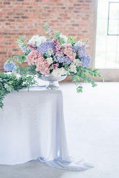 Wedding Flower Arrangements, Wedding Table Centerpieces, Flower Centerpieces, Flower Decorations, Wedding Decorations, Centerpiece Ideas, Hydrangea Wedding Decor, Wedding Motifs, Bridal Flowers