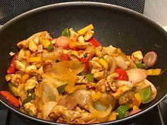 Wok csirkemell grillzöldséggel és quinoával Wok, Paella, Pasta Salad, Thai Red Curry, Food And Drink, Diabetes, Yummy Food, Healthy Recipes, Meals