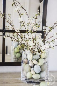 EASTER 10 MINUTE DECORATING- Create a beautiful Easter arrangement in under 10 minutes! This pretty Spring arrangement takes less than 10 minuted to make and is a perfect addition to your Easter decor. You don't have to be crafty to do this! Kwanzaa, Diy Osterschmuck, Diy Easter Decorations, Ramadan Decorations, Easter Flowers, Easter Table, Easter Party, Flower Centerpieces, Easter Centerpiece