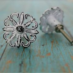 Floral Metal Cabinet Knob in Distressed White Vintage Kitchen Cabinets, Kitchen Cabinet Knobs, Teal Cabinets, Kitchen Hardware, Dresser Knobs And Pulls, Door Knobs, New Kitchen Designs, Metal Drawers, Buttons