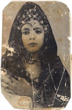 Africa: Berber girl, Mali, old photo Vintage Gypsy, Vintage Beauty, We Are The World, People Of The World, Vintage Photographs, Vintage Photos, Antique Photos, Old Pictures, Old Photos