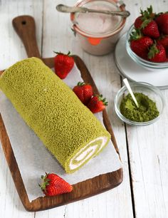 The slight bitterness of matcha green tea complements the sweet and light strawberry. This combo makes for a perfect swiss roll cake!