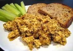 Jednoduché míchané tofu, které je možné připravit na sto způsobů. Výborná snídaně či lehká večeře. Z | Veganotic