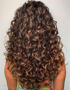 Fabelhafte lange lockige Frisuren und Frisuren für 2020