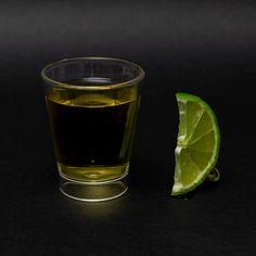 Vai uma dose ai? hmm delicinhaa 😋👀 ▶ Copo dose 60 ml, fabricado em ps cristal 📣 Personalize com a sua marca 🌈 Diversas cores disponível, consulte nosso catálogo link no destaques. 📥 Orçamento via direct ou whatsapp, link na BIO. #brindes #brindespersonalizados #copo #copodose #copospersonalizados #coposhot #copo60ml #tequila #dose #shot #bar #bartender #barman #marketingpromocional #marketing Tequila, Pint Glass, Ps, Beer, Tableware, Link, Colors, Ideas, Crystal