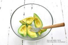 과카몰리크래미샌드위치~ 아보카도를 맛있게 먹는방법 : 네이버 블로그 Ethnic Recipes, Food, Frozen Fruit, Food Food, Essen, Meals, Yemek, Eten