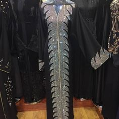 No photo description available. Abaya Fashion, Muslim Fashion, Fashion Wear, Kaftan, Ornaments Image, Mode Abaya, Muslim Dress, Sexy Heels, Evening Dresses