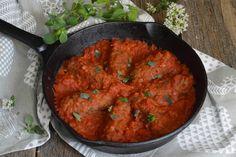 Gulas unguresc de vitel - CAIETUL CU RETETE Greek Recipes, Different Recipes, Tandoori Chicken, Curry, Cooking Recipes, Ethnic Recipes, Food, Tattoo, Gourmet