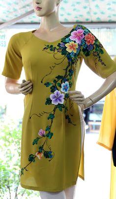 Saree Painting, Dress Painting, T Shirt Painting, Silk Painting, Fabric Painting On Clothes, Painted Clothes, Hand Painted Dress, Fabric Paint Designs, Kurti Patterns