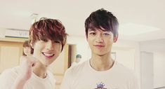 2min! Aahhh they're so cute! Taemin and Minho (gif)
