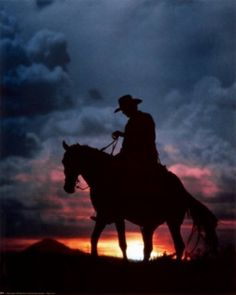Cowboy and his horse at sunset.riding home to mama Texas Cowboys, Cowboys And Indians, Cowboys Men, Westerns, Ranch Life, Cowboy And Cowgirl, Cowboy Horse, Cowboy Boots, Old West