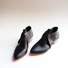 The Meghan. Gloss Black Gloveskin. 3cm