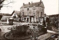 La première maison automatisée est celle de Jean-Eugène Robert-Houdin, Le Prieuré, à Saint-Gervais-la-Forêt en 1867.