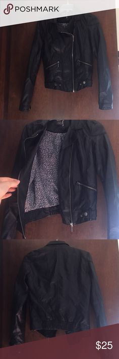 ZARA LEATHER JACKET. SMALL I love how this leather jacket looks but sadly it doesn't fit me anymore:( Good quality jacket Zara Jackets & Coats