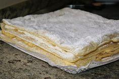 MILHOJAS DE CREMA Y NATA - Anna Recetas Fáciles Bread, Ethnic Recipes, Food, Tailgate Desserts, Mille Feuille, Dessert Recipes, Easy Recipes, Eten, Bakeries