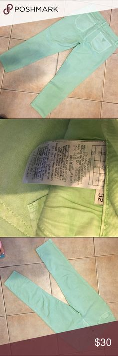Guess Mint Green Stretch Capris NWOT Super cute jeans cool color Guess Jeans Ankle & Cropped
