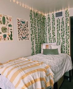 This room is ALL the vibes! Indie Room Decor, Cute Bedroom Decor, Room Design Bedroom, Room Ideas Bedroom, Aesthetic Room Decor, Bedroom Bed, Bed Room, Aesthetic Green, Bedroom Furniture