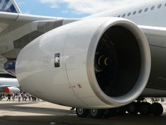 Airbus_A380_Rolls-Royce_Trent_900_P1230160