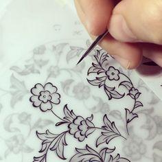"""861 Beğenme, 13 Yorum - Instagram'da Dilek Şar (@dilekshar): """"""""O, İyilik etmediği kimsenin övgüsünü kabul etmezdi."""" Hz. Ali Övgülerin en güzeline layık olana…"""" Batik Pattern, Islamic Patterns, Font Art, Art Articles, Book Of Kells, Turkish Art, Islamic Art Calligraphy, Arabesque, Letter Art"""