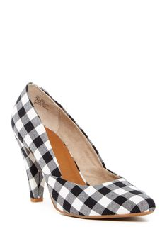 Can't go wrong with gingham. Seychelles Delightful Pumps