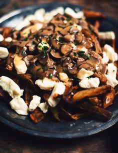 Poutine with wild mushrooms and beer brown sauce - Le Coup de Grâce Wild Mushrooms, Stuffed Mushrooms, Poutine Gravy Recipe, Sauce Recipes, Cooking Recipes, Great Recipes, Favorite Recipes, Braised Short Ribs, Canadian Food