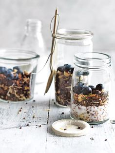 PaleoVegan Granola jars filled with blueberries and COYO Certified Paleo Coconut Yogurt Sweet Breakfast, Paleo Breakfast, Breakfast Recipes, Breakfast Ideas, Brunch Recipes, Dessert Recipes, Vegan Yogurt, Healthy Yogurt, Coconut Yogurt