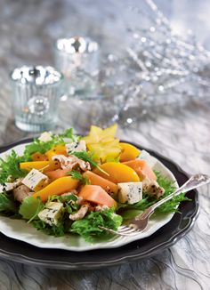 Keltaisten hedelmien broilerisalaatti | K-ruoka #persimon Cooking Recipes, Healthy Recipes, Healthy Food, Food Styling, Cobb Salad, Kitchen Decor, Salads, Food And Drink, Ethnic Recipes