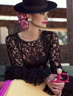 Spanish style – Mediterranean Home Decor Spanish Hat, Spanish Dress, Spanish Dancer, Spanish Style, Flamenco Costume, Flamenco Dancers, Estilo Cowgirl, Dress Skirt, Dress Up