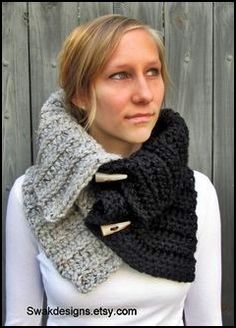 I handmake this Two-Tone Snood Cowl with a fabulously thick Lambswool blend that is so soft, plush, and warm. This Snood Cowl is totally chic with Schals und Wickel Il tuo spazio per comprare e vendere tutto ciò che è fatto a mano Crochet Scarves, Crochet Shawl, Knit Crochet, Cowl Scarf, Knit Cowl, Knitting Patterns, Crochet Patterns, Hooded Cowl, Loom Knitting