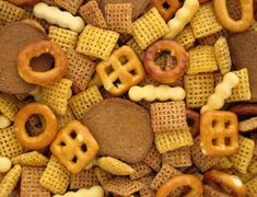 Party (Chex) mix is a popular, easy-to-make snack. Here are some new flavor ideas—perfect for your Super Bowl Sunday gathering. Party Mix Recipe, Chex Party Mix, Iran Food, Breastfeeding Snacks, Camping Snacks, Boating Snacks, Chex Mix Recipes, Bold Chex Mix Recipe, How To Eat Less