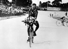 Racing cyclist Nicolas Frantz, from Luxembourg, celebrates his Tour de France victory, in Parc des Princes, Paris, on July 15, 1928.