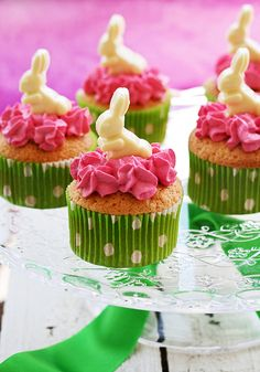 Cream of Strawberry cupcakes with white chocolate topper by Lovefood.es, via Flickr