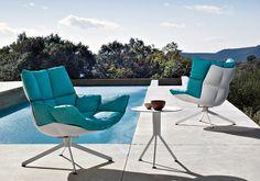 Per il 2012 B Italia amplia la sua collezione da esterni con le nuove sedute Husk Outdoor di Patricia Urquiola.