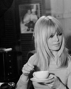 66 Ideas Hair Blonde Fringe Brigitte Bardot For 2019 Vintage Hairstyles, Hairstyles With Bangs, Pretty Hairstyles, Layered Hairstyles, Blonde Fringe Hairstyles, Blonde Hair With Fringe, Medium Hair Styles, Short Hair Styles, Actrices Hollywood