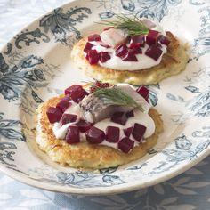 Рецепт - Картофельные оладьи  с филе сельди и свеклой - с фото