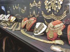 Jarra del siglo 16. Cristal con incrustaciones de oro y piedras preciosas. Se encuentra en exhibición en el Palacio de Topkapi en Turqu...