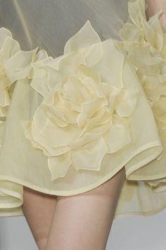 Pastel Yellow, Shades Of Yellow, Mellow Yellow, Bright Yellow, Look Fashion, Fashion Details, Milan Fashion, Yellow Cottage, Lingerie Fine
