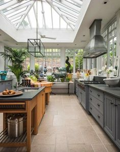 Best Conservatory Kitchen Ideas - Home Decor Design Kitchen Dining, Kitchen Decor, Kitchen Ideas, Kitchen Small, Sunroom Kitchen, Open Kitchen, Rustic Kitchen, Kitchen Cabinets, Design Kitchen