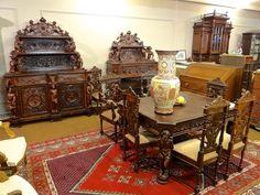 Изумительный антикварный столовый гарнитур 19-й век.Стол, стулья, кресла, два буфета.45000 евро.