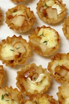 Warm Brie and Pear Tartlets These make a simple delicious and elegant appetizer They impress every time Finger Food Appetizers, Yummy Appetizers, Appetizers For Party, Appetizer Recipes, Pear Dessert Recipes, Brie Cheese Recipes, Savoury Finger Food, Baked Brie Recipes, Puff Pastry Appetizers