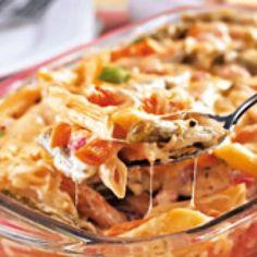 Receita de Macarrão de forno fácil - 150 gr de mussarela ralada, 100 gr de queijo minas padrão ralado, 5 colheres (sopa) de maionese, 2 unidades de tomate s...