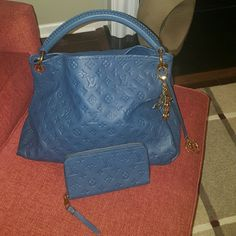 Artsy MM with matching zippy wallet Fabulous Louis Vuitton Artsy MM in Orage. Bag and wallet leather have no stains or wear marks. Dustbag and Empreinte booklet included. You will not find another bag in better condition. Only carried 2 times. No trades. Bag charm not included. Offers welcome. Louis Vuitton Bags