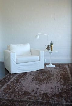 WHITE painted brick walls / ethnic rug = Perf!