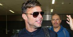 RICKY MARTIN BRASIL : Ricky Martin chega ao Brasil e recebe presente do ...