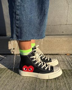 - School Look Moda Sneakers, Outfits With Converse, Cdg Converse, Converse Style, Aesthetic Shoes, Hype Shoes, Fresh Shoes, Shoe Game, Chuck Taylors