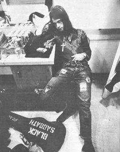 lahistoriadelamusicarock:    Ozzy Osborne in 1971, photographed for Rolling Stone by Annie Liebovitz