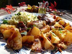 Mesés mézes-birsalmás csirkecomb Meat Recipes, Potato Salad, Main Dishes, Bacon, Potatoes, Meals, Dinner, Ethnic Recipes, Food