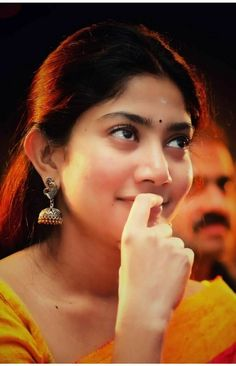 i have something with fingers haha.Remember Alexander and his little brother. Indian Film Actress, South Indian Actress, Beautiful Indian Actress, Beautiful Actresses, Indian Actresses, Sai Pallavi Hd Images, Set Saree, Indian Women Painting, Indian Heroine