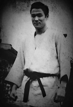 Martial Arts Movies, Martial Artists, Bruce Lee Training, Kung Fu Moves, Bruce Lee Family, Brothers Movie, Mix Photo, Little Dragon, San Francisco California