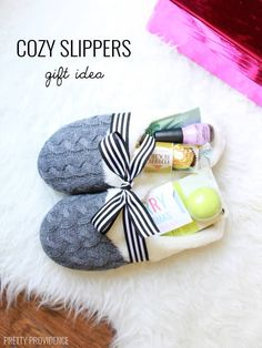 Cool Gifts to Make For Mom - Cozy Slippers Gift Idea - DIY Gift Ideas and Christ. Cool Gifts to Make For Mom - Cozy Slippers Gift Idea - DIY Gift Ideas and Christmas Presents for Your Mother, Mother-In-. Diy Gifts Cheap, Inexpensive Christmas Gifts, Diy Christmas Presents, Easy Handmade Gifts, Christmas Gifts For Friends, Homemade Christmas Gifts, Easy Gifts, Homemade Gifts, Cool Gifts